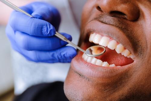 dental patient in uxbridge receiving dental check up